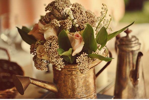 VINTAGE WEDDING ARRANGMENTS | Lots of handmade details, positioned with attention and care, rustic ...