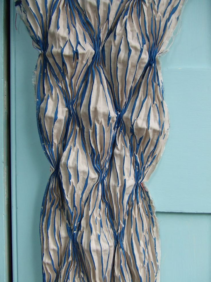 shibori tutorial... pleated printing stitchedhttps://flextiles.wordpress.com/tag/pleats/