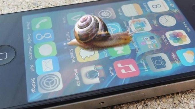 À force de télécharger des applications et de l'utiliser en permanence, votre iPhone peut se mettre à ramer, ce qui n'est pas très agréable. À chaque fois que vous avez ce problème, voici quoi faire :-) Découvrez l'astuce ici : http://www.comment-economiser.fr/iphone-lent.html?utm_content=buffer1c311&utm_medium=social&utm_source=pinterest.com&utm_campaign=buffer