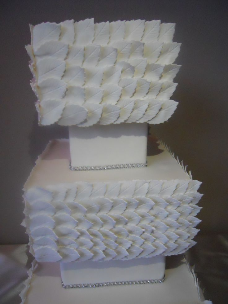 Squared Weddingcake with white leaves in detail