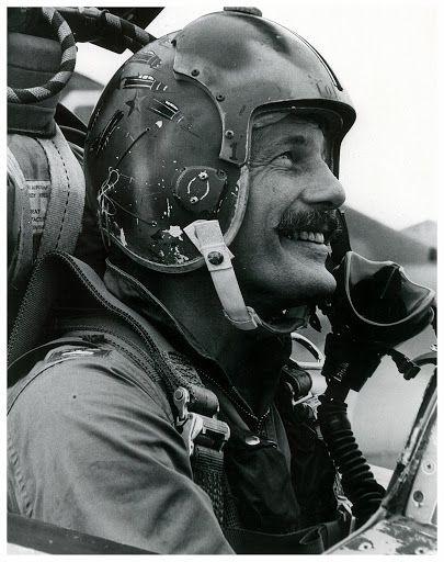 Cockpit Scat 28