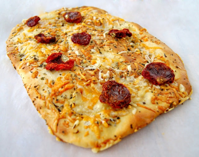 Focaccia de queso y tomates secos