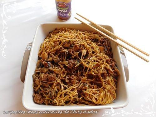 Nouilles chinoises à la viande hachée de bœuf et champignons de Paris