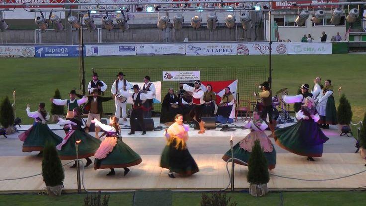 Interpretation of a folk dance that originates from Galicia. Done by Grupo Etnográfico A Buxaina, based in Vigo, Galicia, Spain. Recorded in Vigo on 31/07/2017. https://www.facebook.com/grupoetnografico.abuxaina Baile folclórico galego interpretado polo Grupo Etnográfico A Buxaina, de Vigo....  https://www.crazytech.eu.org/galician-folk-dance-muineira-de-corneda/