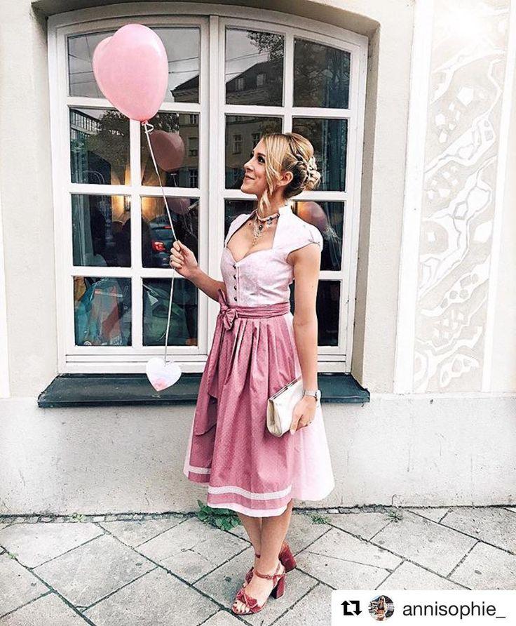"""So sche 💕 @annisophie_ in unserem Dirndl """"Blum Powder Rose"""" 👉Link zum online shop oben in Bio ・・・ 💫Be a #cocoverogirl #tracht #princess #dirndl #münchen #löwenbräukeller #inlove #prettygirl #bayern #tradition #cocovero #lookoftheday.   S❤"""