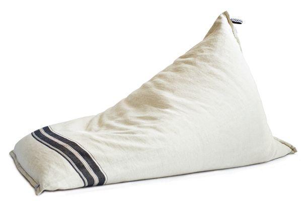 A sack of flour into a pouf? 03AM seat, by Pensando en Blanco &Teixidors