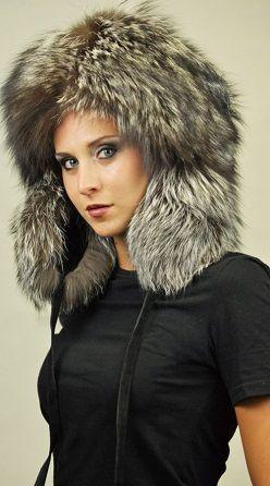 Cappello in volpe argentata con copriorecchie. http://www.amifur.com