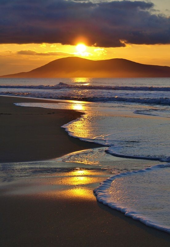 //Sunset over Luskentyre beach, Isle of Harris, Scotland