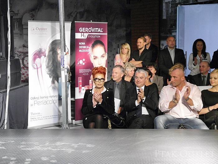 Saptamana trecuta am fost prezenti la un super fashion show al designeritei Ewa Ming, una dintre cele mai reprezentantive figuri din Polonia pe aceasta nisa :)  Daca vreti sa vedeti ce vraji facem in strainatate,puteti sa dati un ochi pe pagina noastra din Polonia: http://www.facebook.com/gerovitalpl