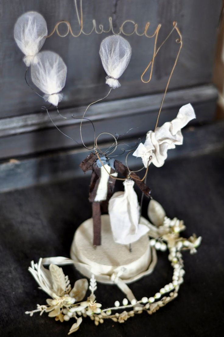 le bianche margherite: wedding cake topper