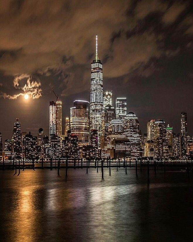 Lower Manhattan at night by ksagyeh