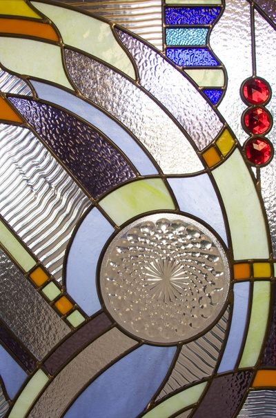 nice stained glass pattern...I don't like this pattern, per se, but I DO like the idea of metallic painted accents in a faux stained glass project.  I'm thinking some of that mirror-finish Krylon paint incorporated into a beautiful design to make it look like a mix of colored and mercury glass?