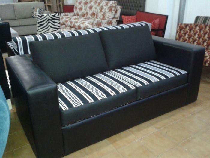 Se llama sofá a los sillones que tienen dos cuerpos o más, sillón, a los de 1 cuerpo y sofá cama o diván cama a los que contienen dentro un mecanismo que se hace cama.