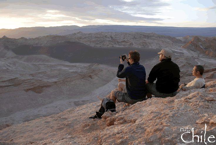 TOUR VALLE DE LA LUNA  Uno de los tour mas pedidos en San Pedro de Atacama, El Tour al Valle de la Luna es un Clásico en el cual el lugar con hermosas formas y colores donde podremos caminar y observar un espectáculo geológico con esculturales formas, parecida a la superficie lunar..