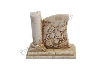 Carinissima raffigurazione di una bimba e un calice, in polvere di marmo di resina ricomposto a rilievo.. ideale per una bomboniera per la comunione!!
