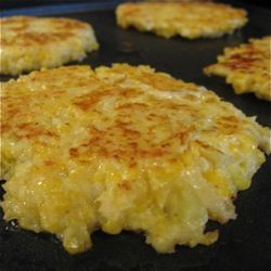 Cheesy cauliflower pancakes--These look like all the joy of cheesy hashbrowns, with less than half the guilt!