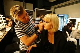 Looking for a Trainer MakeUp for Iinternational Project (Madrid). International Cosmetic Brand is looking for a Make up Artist for an International Project. The candidate will be the Brand Image, and he/she will give advice to staff and customers and will develop make up session.