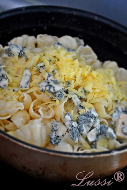 Lussi`s World of Artcraft: Gorgonzola Pear Pasta