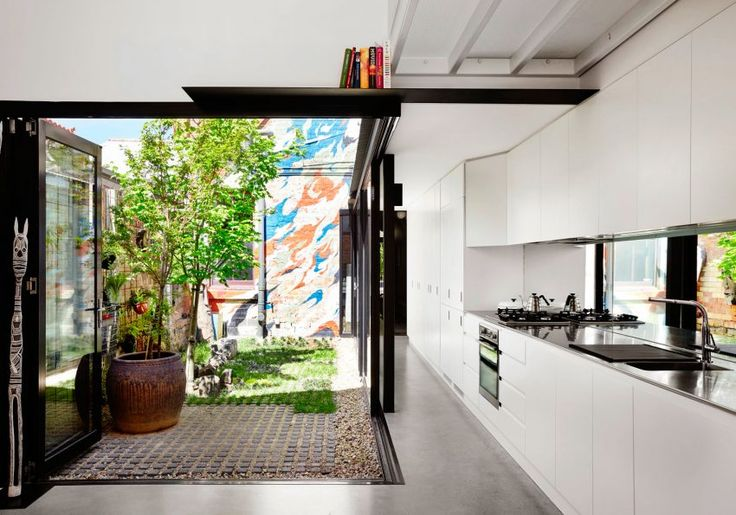 Austin Maynard Architects Design a Vibrant Home in Melbourne, Australia