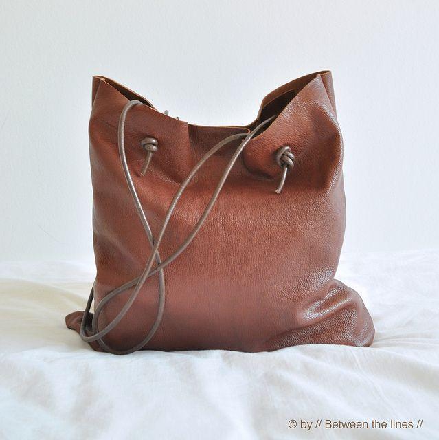Simple leather bag tutorial (gute weiterführende Links mit Tipps zur Lederverarbeitung!)