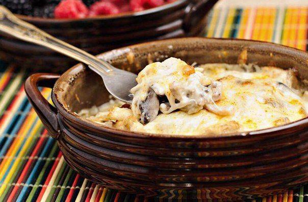 🔹 Диетический ужин: жульен с куриной грудкой 🔹 🔸 На 100 гр - 103,3 ккал 🔸 белки - 12,8 🔸 жиры - 4,52 🔸 углеводы - 2,57 🔸  🔹 Ингредиенты: грибы 200 г (у нас шампиньоны) куриное филе 250 г репчатый лук (большой) 1 шт. натуральный йогурт 150-200 г сыр нежирный 100 г соль, перец, оливковое масло  🔹 Приготовление: Куриное филе отварить или приготовить в пароварке до готовности. Остудить и мелко порезать. Лук очистить и тоже мелко порезать. Грибы можно использовать свежие, тогда их нужно…