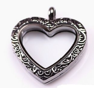 Black Vintage Sweetheart Style Locket, 30mmComes with matching 24-26 in. rolo chain with lobster clasp Made of Alloy