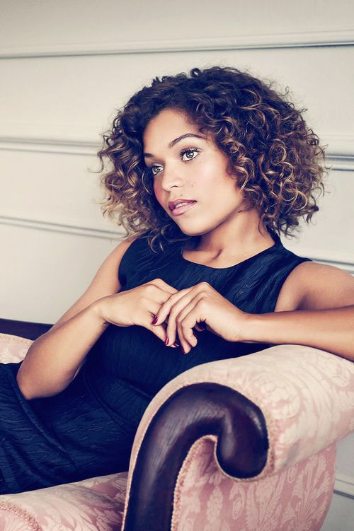 Pretty Antonia Thomas - short curly hair with blonde highlights
