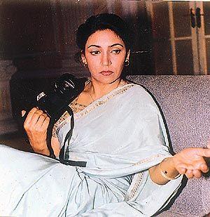 दीप्ति नवल - एक ऐसी लड़की जो लड़की नहीं रही, कविता बन कर अब रगों में बहती है !