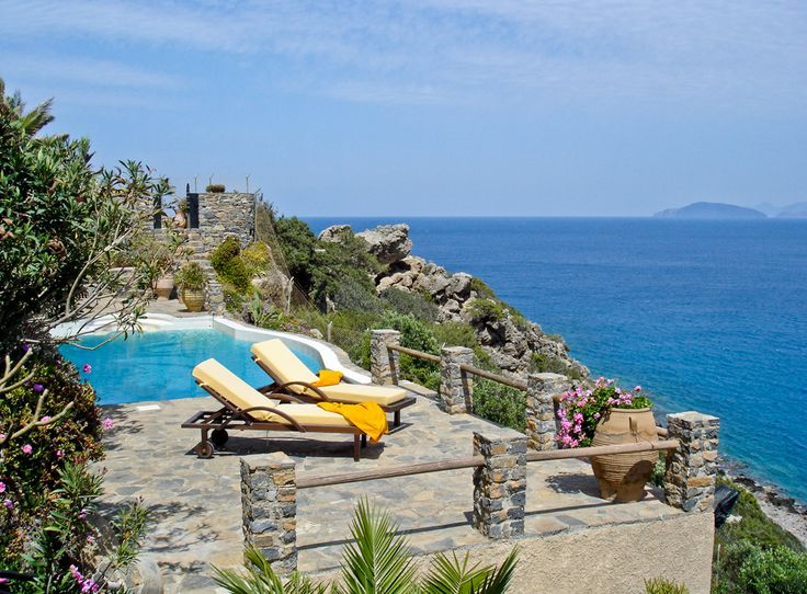Cristina VIP Villa to rent in Elounda, Crete island. This magnificent house with views of the Gulf of Mirabello, a shady garden, and private beach entrance, is located within a ten-minute drive from Agios Nikolaos. It features a fully equipped