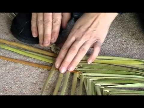Wahakura weaving step by step part one - YouTube