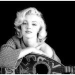 Deseo de muchos, inspiración de otros y modelo a seguir de muchas más, la diosa de la gran pantalla, Marilyn Monroe, fue hallada muerta sobre su cama donde aún sujetaba el teléfono con el que minutos antes había hablado con su médico, quien dio parte a las autoridades de Los Ángeles, California, aquel 5 de …