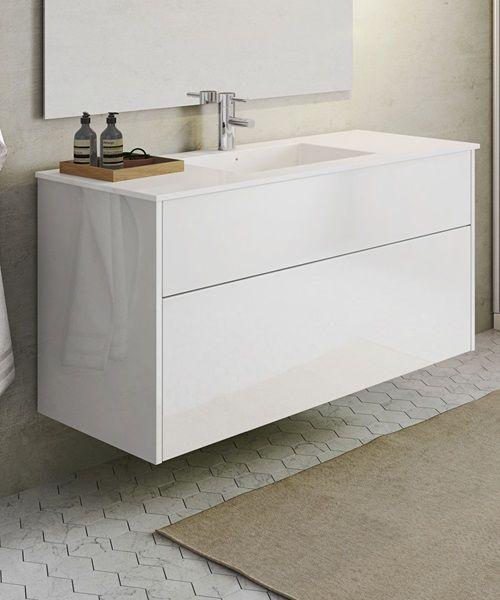 Met een Senti Gloss badkamerkast krijg je een ruim meubel met een makkelijk schoon te maken wasbak en volop ruimte voor spulletjes. Eenvoudig, wit design met greeploze laden.
