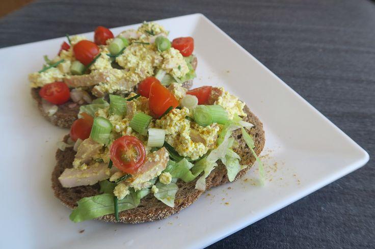 Ik ben gek op kip kerrie salade op brood en hebben dan ook regelmatig bakjes kip kerrie in de koelkast staan. Dat kan gezonder en nóg lekkerder dacht ik… Ik…