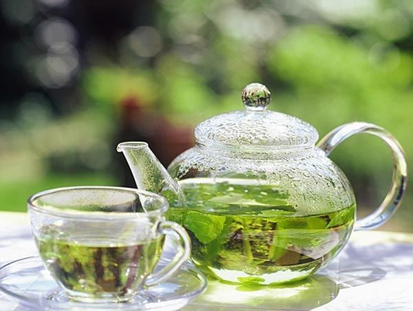 Green tea to get a beautiful figure. Include herbal teas in your daily diet. Green tea has natural cleansing properties. Drink green tea twice a day and it will help to cleanse your digestive system.