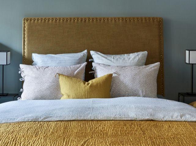 Les 25 meilleures id es de la cat gorie t te de lit dor e for Caravane linge de maison en ligne