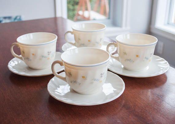 4 tasses et soucoupes vintage Arcopal avec motif de fleur