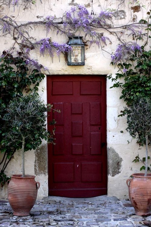 This colour with lilac instantly adds a pop of class to and ordinary beige door!