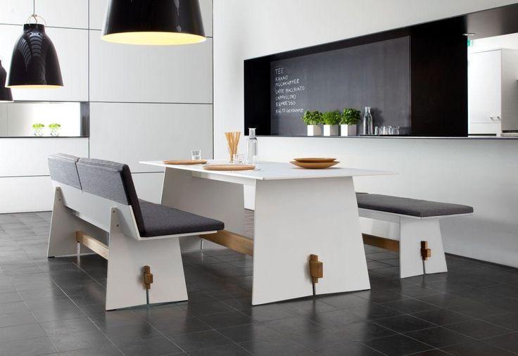Kolekcja Tension to funkcjonalne meble do jadalni. Duży stół oraz komfortowe ławy świetnie prezentują się w nowoczesnych aranżacjach.