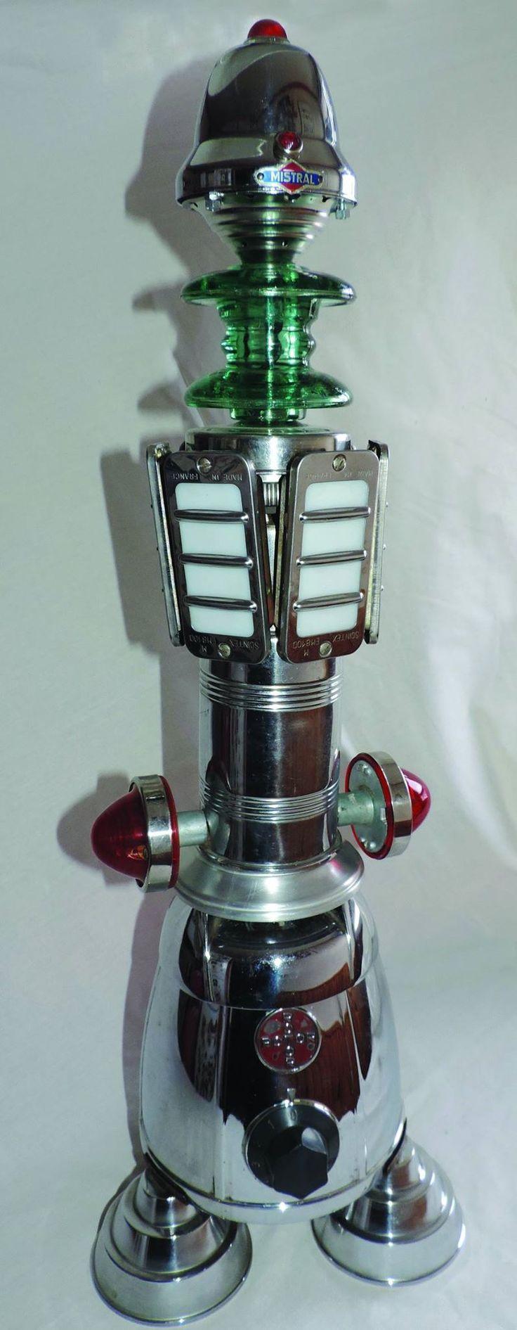 Mistral, hauteur 77 cm. Pourvues de 9 lampes basse tension, c'est une belle lampe d'ambiance, métal et verre.
