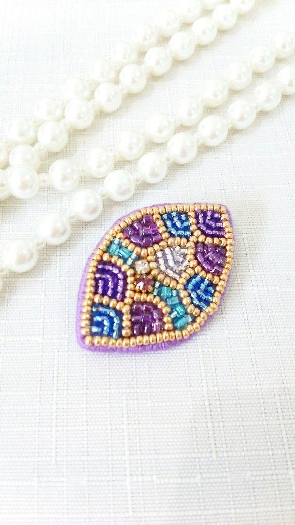 『leaf(葉)』ビーズ刺繍ブローチ・紫|ブローチ|hapia|ハンドメイド通販・販売のCreema