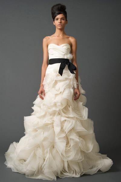 Ищу свадебное платье вера вонг