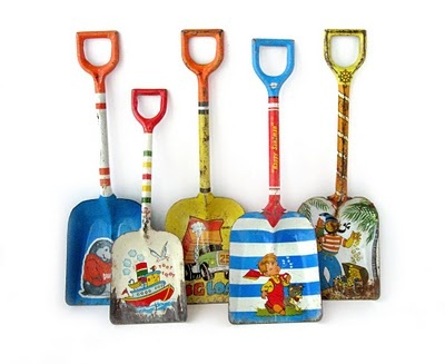 Tin toy shovels