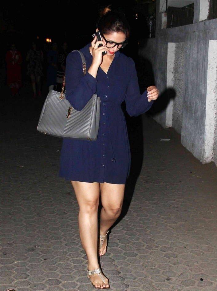 Mumbai Girl Huma Qureshi Long Legs Thighs Show In Mini Blue Dress