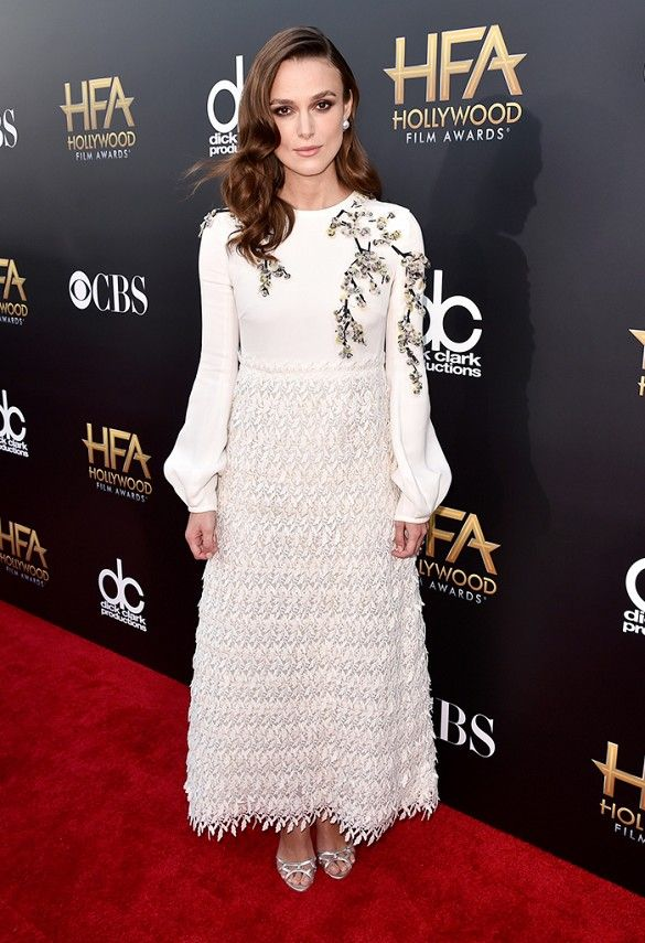 Keira Knightley wore a white textured Giambattista Valli dress and Harry Winston jewelry at the Hollywood Film Awards.