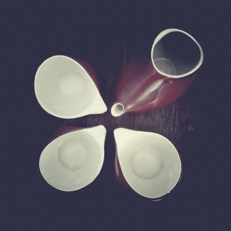 """Milk jug and cups from coffee set """"Ina"""" from Ćmielów, Poland - one of the finest Polish designs, found in my friend's kitchen shelf. It belonged to her Grandma. / Photo by @Tomasz Jurecki #wysokipolysk #fleastyle #polishdesign #cmielow"""
