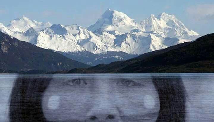 La mirada de Kauxia en paisaje de Tierra del Fuego #selknam