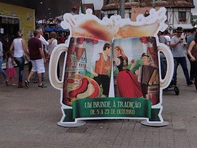 Casal com Rodinhas nos Pés: Oktoberfest Blumenau