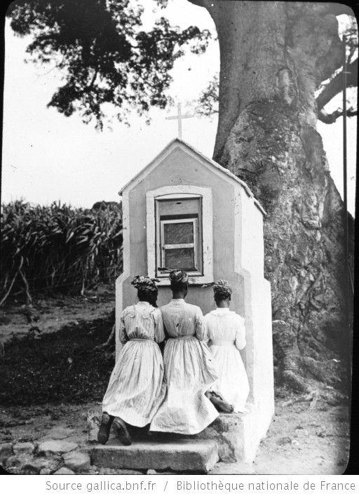 Martinique. Oratoire sur la route du Prêcheur (1899) / [photogr.] Salles ; [photogr. reprod. par Radiguet & Massiot?] - 1