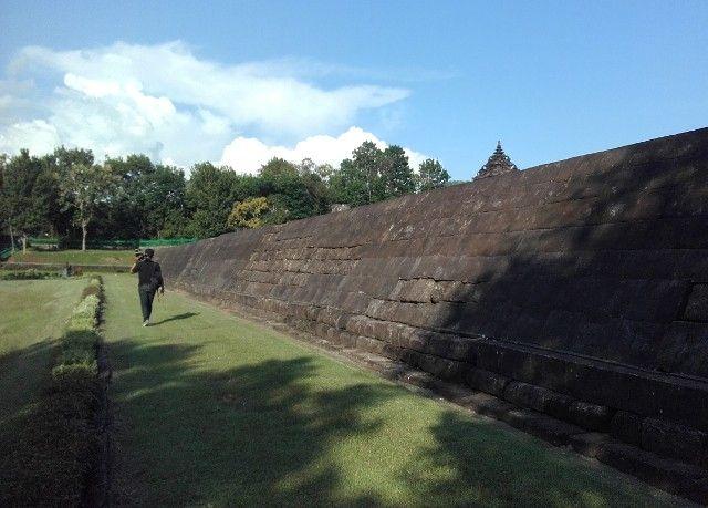 Candi Barong. Terletak di Desa Sambirejo, Kecamatan Prambanan, Sleman #candibarong #temple #jogja