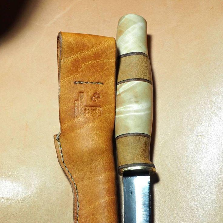 """Polubienia: 42, komentarze: 1 – Fabryka Rzeczy Fajnych (@frf.com.pl) na Instagramie: """"Handmade leather knife sheath from #FRF #fabrykarzeczyfajnych #leather #leatherwork #leathercraft…"""""""